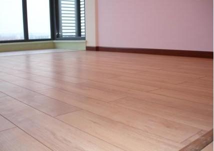 卧室风格与墙面颜色决定地板颜色